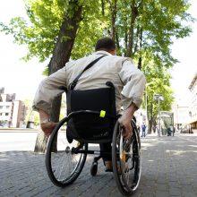 Kalbos apie neįgaliųjų įdarbinimą baigiasi prie valstybinių įstaigų durų