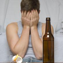 Priešingai: viešai vartoti alkoholį – jokių problemų net ir gerai žinomiems žmonėms, bet nuo alkoholizmo dauguma gydosi slapčia.