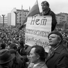 Istorija: nuotraukoje užfiksuotas įprastas Sausio dienų vaizdas Vilniuje.