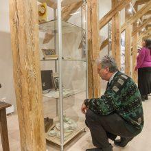 Aukso amžiaus literatų eilės – kvapų dėžutėse