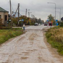 Aleksotiškių keliones į namus kartina duobės: situacija kasdien prastėja