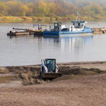 Atkūrė: žemsiurbė ne tik pagilino upių tėvo vagą. Iš dugno pakeltu smėliu jau atkurtas ir paplūdimys.