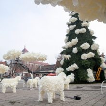 Trys Karaliai išsineš saldžiąją Kauno Kalėdų eglę: bus išmontuota per šį savaitgalį