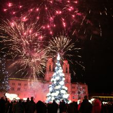 Saldžios Kalėdos atėjo į Kauną: įžiebta pagrindinė miesto eglė!