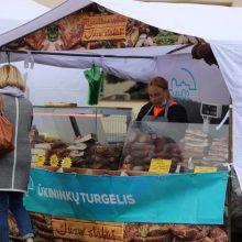 Startavo Kauno rajono ūkininkų turgelis: sėkmei pritraukti paberta grūdų