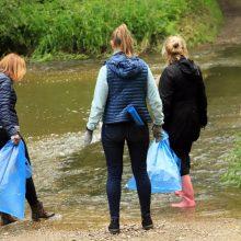 Lietuvoje savanoriai valė vandens telkinius: rado ir nuorūkų, ir statybinių medžiagų