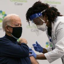J. Bidenas gaus vakcinos nuo COVID-19 antrąją dozę