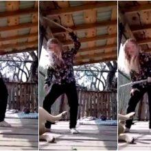 Iškreipta realybė: vaikai dėl internetinio dėmesio talžo gyvūnus (vaizdo įrašas)
