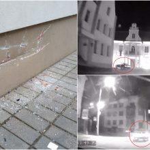 Kaip veiksmo filme: vogtu BMW Kaune siautėjęs vyras rėžėsi į pastatą miesto centre