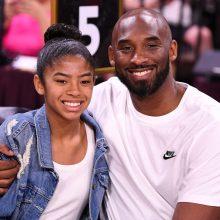 JAV žiniasklaida: sraigtasparnio avarijoje su K. Bryantu žuvo ir jo 13-metė dukra