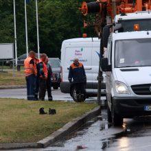 Karščių nualintas Kaunas sulaukė lietaus: apsėmė automobilius, skendo gatvės