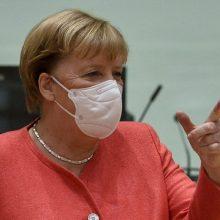"""A. Merkel gina """"lėtesnę"""" ES vakcinavimo kampaniją"""