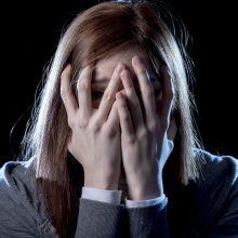 Po košmariškos nakties globėjai pareikšti įtarimai, bet ši neigia mušusi paauglę