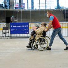 Kaune skiepys besirūpinančius neįgaliųjų ir sunkių ligonių slauga: registruos šeimos gydytojas