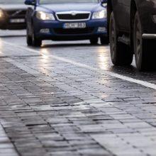 Vairuotojai, būkite atsargūs: vietomis eismo sąlygas sunkina plikledis