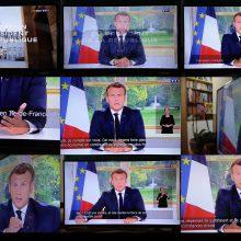 E. Macronas: Prancūzija iškovojo pirmąją pergalę kovoje su koronavirusu