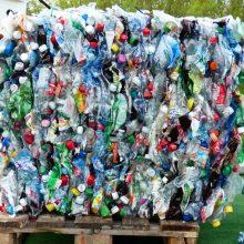 Į Lietuvą atvežta 400 vilkikų lenkiško plastiko: skriaudžia savus, kad daugiau uždirbtų?