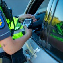 Sunkiai apgirtęs vairuotojas prisivirė košės – problemų turės ir dėl pasiūlyto 50 eurų kyšio