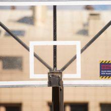 Stebisi: krepšinio treniruotės vyksta be jokių apsaugų, o šeimoms žaisti negalima