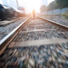 Tragedija Kretingos rajone: traukinys mirtinai traumavo ant bėgių gulėjusį 14-metį