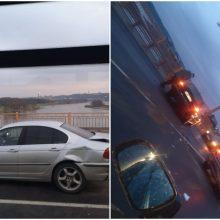 Ant P. Vileišio tilto – trijų automobilių avarija: eismas paralyžiuotas