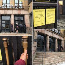 Kauno centrinis paštas uždarytas, bet žmonės į jį tebeeina