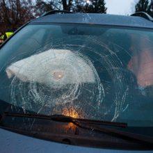 """Panevėžio rajone """"VW Golf"""" nulėkė nuo kelio: pasišalinęs vyras surastas, kai kreipėsi į medikus"""
