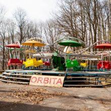 Veiksmas Vytauto parke – jau išmontuojamos senosios sūpynės