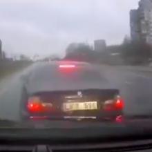 """Nufilmavo chuliganiškai vairuojantį """"kelių erelį"""" su BMW, bet įspėjamas ne tik jis"""