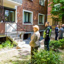 Dėl Kaune griūti pradėjusio namo tyrimą pradėjo statybos inspekcija
