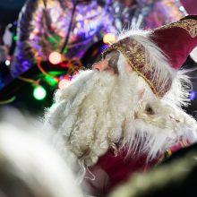 Sausakimšoje Rotušės aikštėje įžiebta kosminė Kalėdų eglė <span style=color:red;>(vaizdo įrašas)</span>