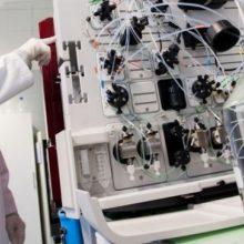 Mokslininkas: genų inžinerija padalys žmones į patobulintą elitą ir likusiuosius