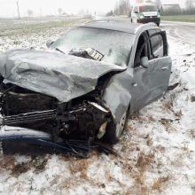 Kretingos rajone susidūrė du automobiliai – vairuotojas ligoninėje
