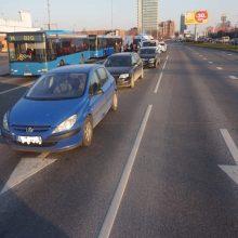Taikos pr. girtas vairuotojas sukėlė avariją