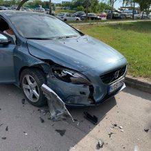Ieško, kas naktį sudaužė automobilį ir pabėgo