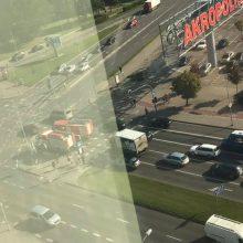 """Klaipėdoje prie """"Akropolio"""" girtas vairuotojas sukėlė avariją"""