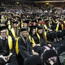 Klaipėdos universiteto absolventams – sveikinimai ir diplomai