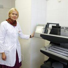 J. Česienė ragina nenuleisti rankų – žvynelinė yra pažabojama liga