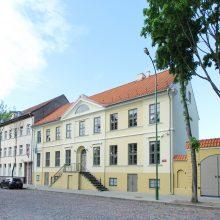 Virsmas: šiandien Dienos chirurgijos centras ir Puodžių klinika nebeprimena seno apleisto pastato.