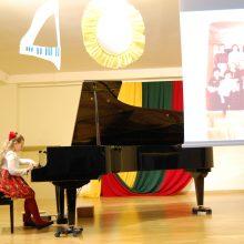 Pirmieji mažųjų pianistų žingsniai