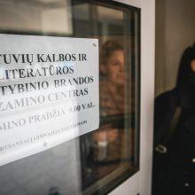 Abiturientai laiko privalomą lietuvių kalbos ir literatūros egzaminą