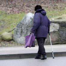 Jonavoje pėsčiųjų perėjoje automobiliu partrenkta senolė ligoninėje mirė