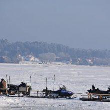 Kelionė: į žūklavimo vietas žvejai traukia įvairiausiais būdais.