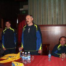 Iškilmės: sezono pradžios iškilmes futbolo klubo vadovas V.Lekevičius <span style=color:red;>(viduryje)</span> rengdavo komandai nupirktame viešbutyje.
