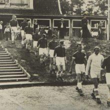 Tradicija: tarpukariu futbolininkai į aikštę išbėgdavo tiesiai iš namelio ant kalno.
