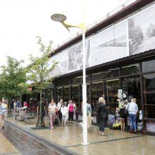 """J.Basanavičiaus gatvėje esantis viešbutis """"Pajūris"""" daugybę metų yra """"aplipintas"""" laikinais statiniais. Nurodyta pristatytą laikiną prekybinį paviljoną, kuriame įsikūrusios suvenyrų parduotuvėlės, pramogų paslaugų teikėjai, kino teatras ir kavinė, nugriau"""