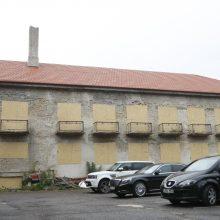 """Viešbučio """"Pajūris"""" nuomininkė įmonė """"Damicina"""" taip pat buvo sulaukusi sankcijų dėl be leidimo vykdytos stogo rekonstrukcijos. Tik surašius savavališkos statybos aktą darbai buvo sustabdyti."""