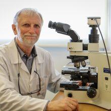 Nusivilia: smalsuoliams sunku suprasti, kad didžiąją R.Daukšo darbo dienos dalį užima tyrinėjimai mikroskopu, o ne lavonų skrodimas.