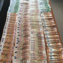 Muitininkai sulaikė pinigų kontrabandos už beveik 50 tūkst. eurų