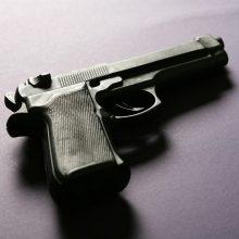 Vilniuje neblaivus vyras turėjo nelegalų pistoletą su duslintuvu